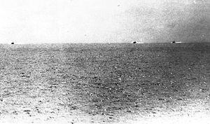 Foto genomen vanop de kruiser USS Maddox gedurende het Tonkin incident toont 3 Noord-Vietnamese torpedoboten