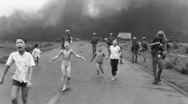 1972 - 8 juni - Kim Phuc slachtoffer van bombardement met napalm