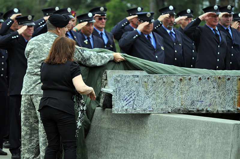 800px-US_Army_50902_Steel_beam,_Rescorla_statue_unveiled
