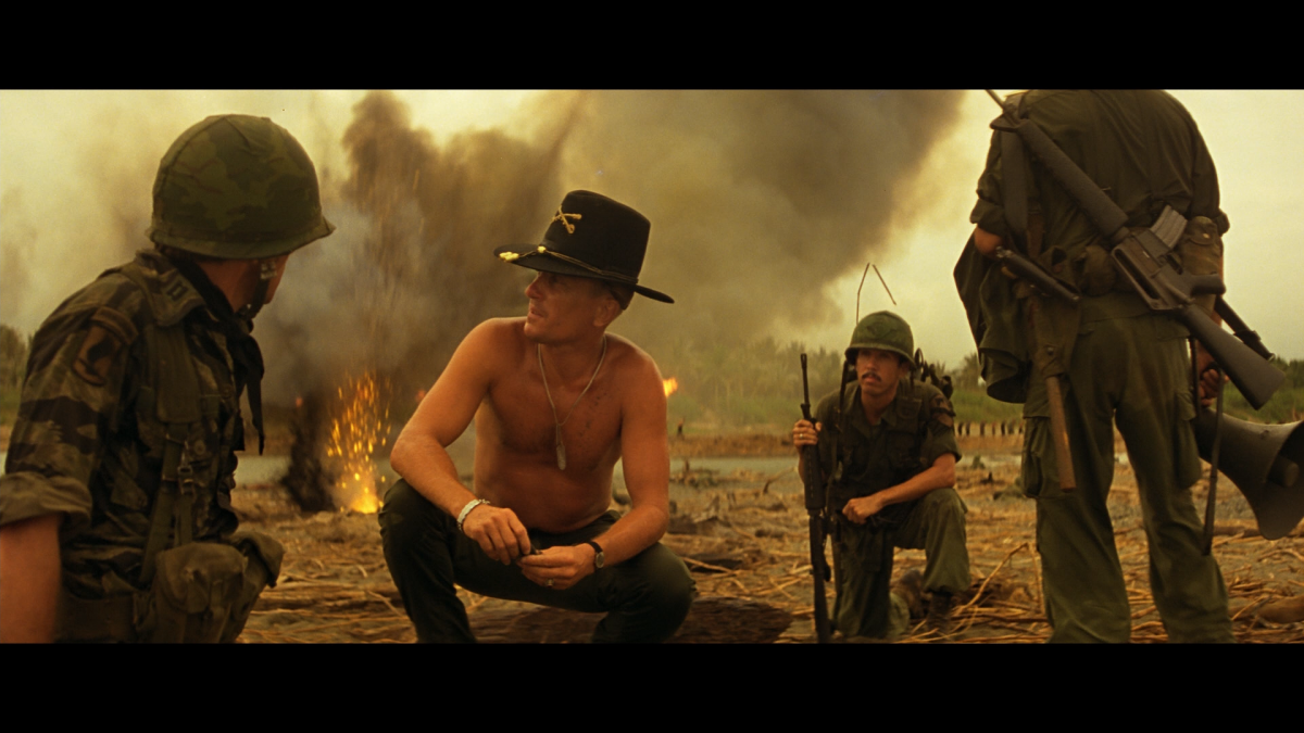 Scene uit Apocalypse Now-I love the smell of fresh napalm in the morning(2)