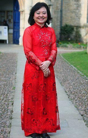 Kim Phuc, 40 jaar na het nemen van de bewuste foto, bij het geven van een lezing op het Oundle Festival of Literature in Cambridgeshire in 2010