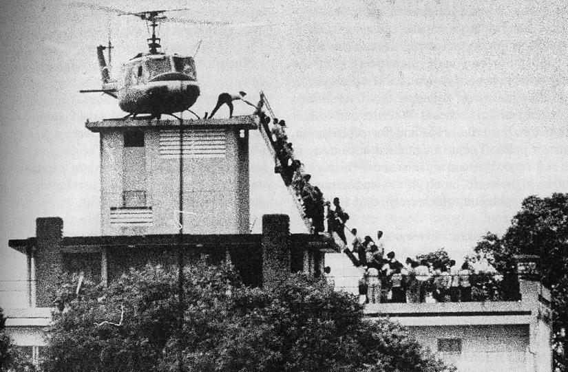 Laatste Amerikanen en Vietnamezen ontvluchten Saigon - 1975